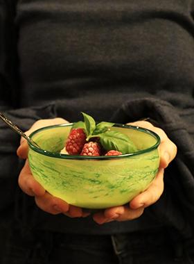 liten grønn forside skål